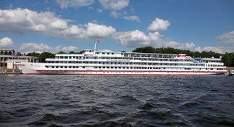 Das Luxusschiff MS M. Rostropovich