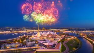Feuerwerk über der Peter-Paul-Festung, St. Petersburg