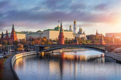 Blick auf den Kreml und den Fluss Moskwa