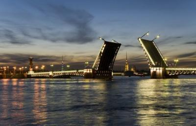 Schlossbrücke über der Newa, St. Petersburg