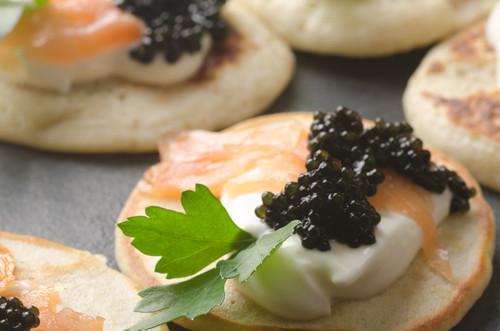 Russische Küche: Blinis mit Kaviar