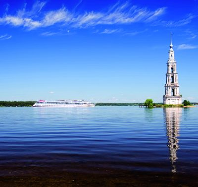 Glockenturm in Kaljasin Flusskreuzfahrt