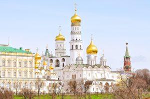 Kreml-Kathedralen mit Spasski-Turm in Moskau