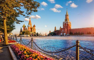 Roter Platz mit Basilius-Kathedrale in Moskau