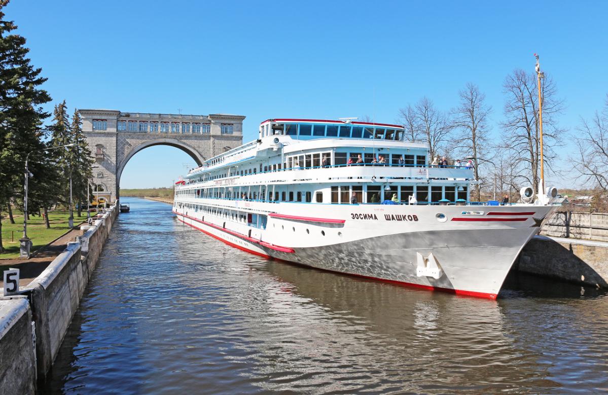 MS Schaschkow Schleuse Russland Wolga Newa Flusskreuzfahrt