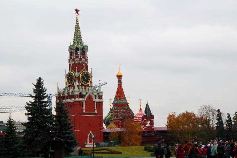 Erlöserturm mit Basiliuskathedrale in Moskau