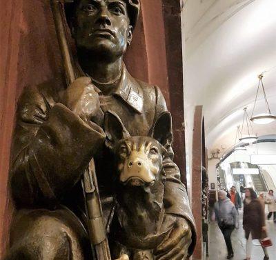 Statue in einer Moskauer Metrostation