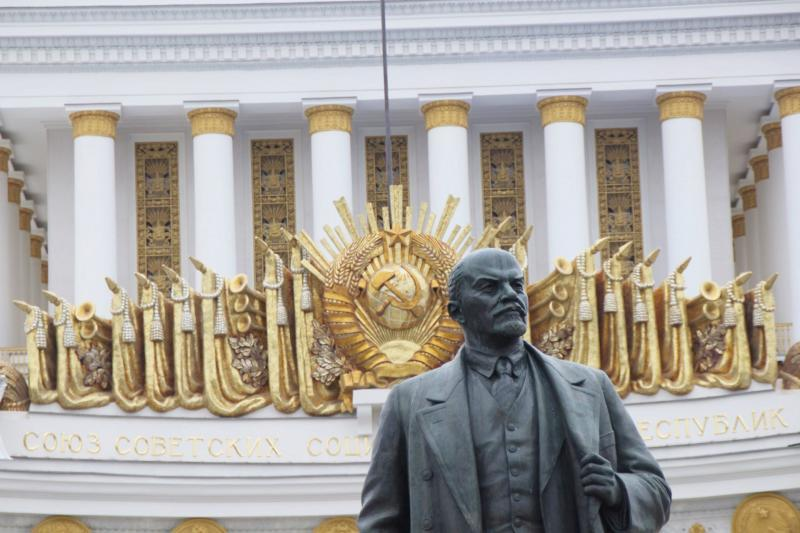VDNKh in Moskau mit Lenin-Statue