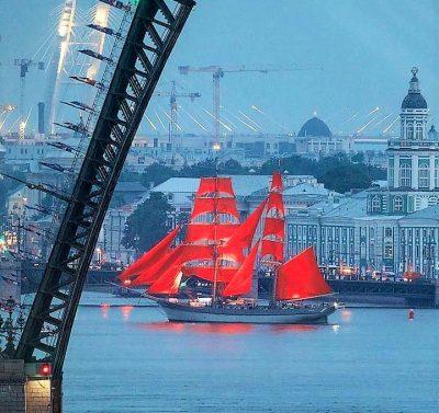 Fest-der-Roten-Segel in St. Petersburg