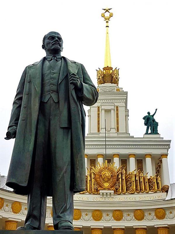 Vdnkh in Moskau, mit Lenin-Statue