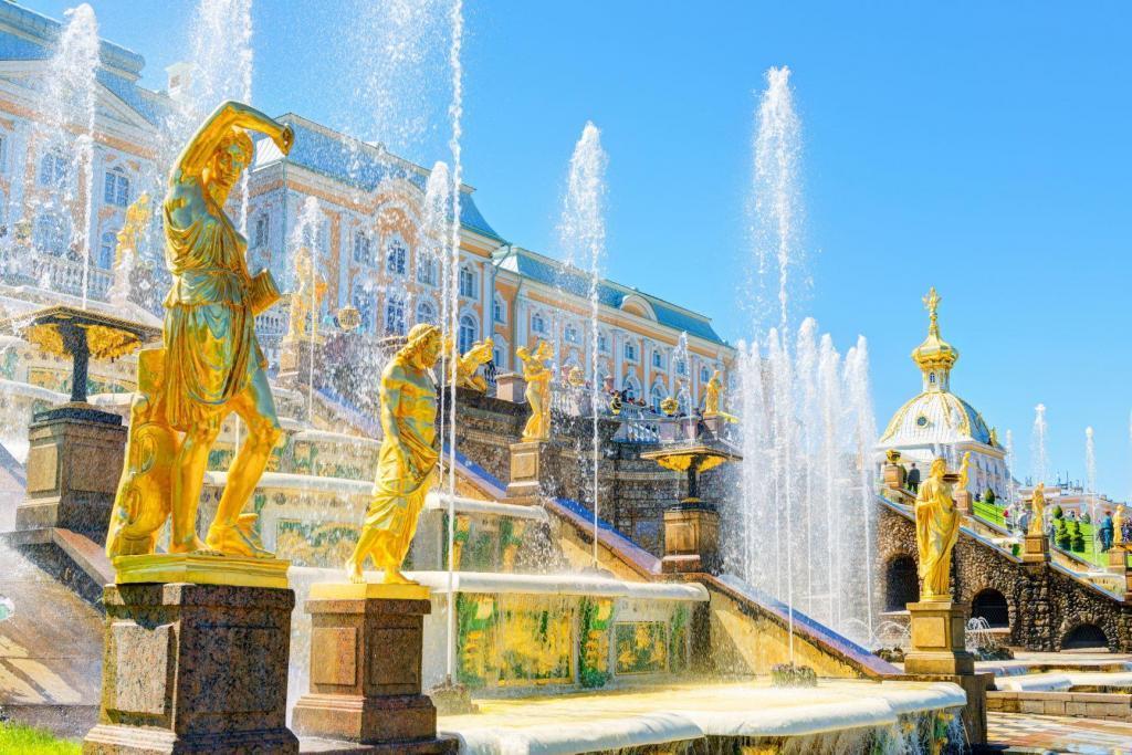 Peterhof-Wassespiele in St. Petersburg