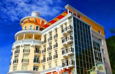 Hotel Mayak Listvjanka - Fassade, Baikalsee